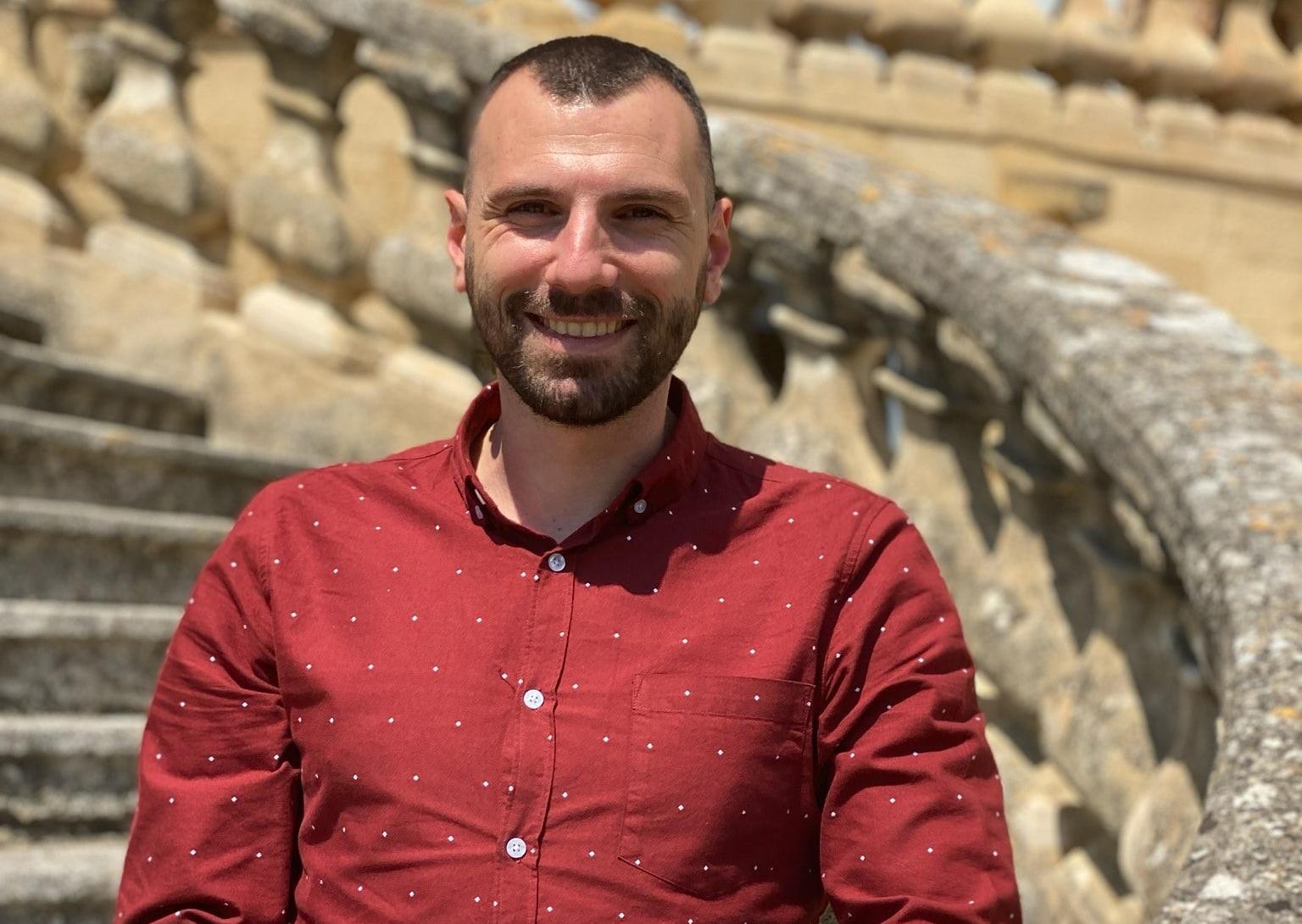 Guillaume, chargé de communication au Rocher Mistral, au château de La Barben en Provence. Originaire de Pelissanne, il gère la communication 360 du parc.